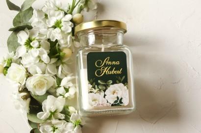Świeczki Ślubne jako podziękowania dla gości. Etykieta ze złoceniami oraz z eleganckim bukietem z białych róż