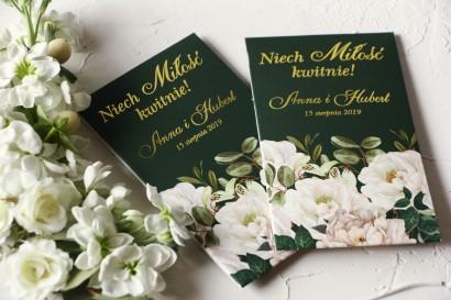 Nasiona Ślubne - Podziękowania dla gości, złocone opakowanie z eleganckim bukietem z białych róż i piwonii