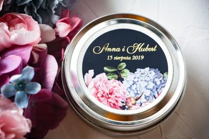 Okrągłe Świeczki Ślubne jako podziękowania dla gości. Etykieta ze złoceniami