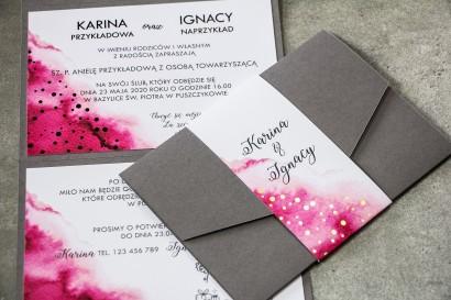 Zaproszenia ślubne w kolorze szarym z dodatkiem różowych akcentów akwareli. Zaproszenia są w eleganckim formacie
