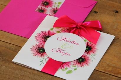 Zaproszenie ślubne z kokardą i kolorową kopertą - Akwarele nr 20 - Różowe gerbery