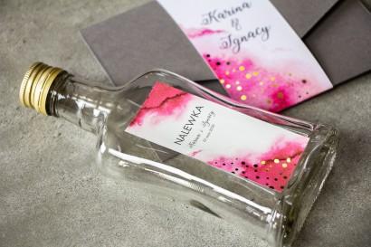 Ślubne Butelki na nalewki wraz z różową etykietą ze złoconymi kropeczkami