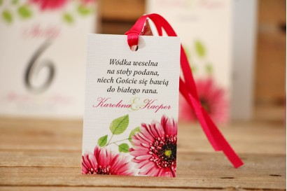 Zawieszka na butelkę, wódka weselna, ślub - Akwarele nr 20 - Różowe gerbery