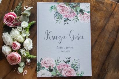 Szara Ślubna Księga Gości z kompozycją z białych i pastelowych róż