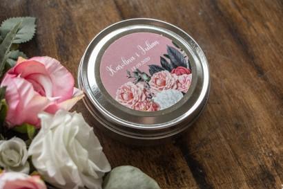 Świeczki Ślubne okrągłe jako Podziękowania dla Gości. Etykieta w kolorze pudrowego różu