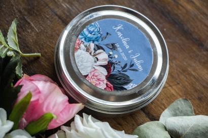 """Świeczki Ślubne okrągłe jako Podziękowania dla Gości. Etykieta w kolorze """"dusty blue"""""""