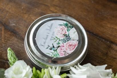 Świeczki Ślubne okrągłe jako Podziękowania dla Gości. Etykieta w kolorze szarym