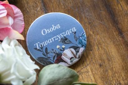 """Ślubne Przypinki dla gości weselnych w kolorze """"dusty blue""""."""