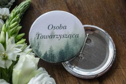 Ślubne Przypinki dla gości weselnych z leśnym krajobrazem w odcieniu chłodnej zieleni