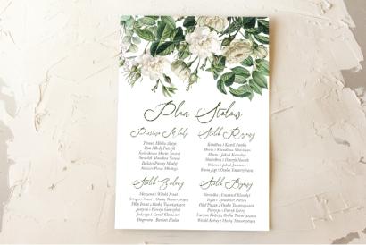 Ślubny Plan stołów z białymi różami i delikatnymi zielonymi gałązkami