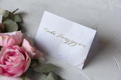 Marmurkowe Winietki ślubne ze złoceniem w szampańskim kolorze