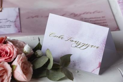 Marmurkowe Winietki ślubne ze złoceniem w odcieniu pastelowego różu