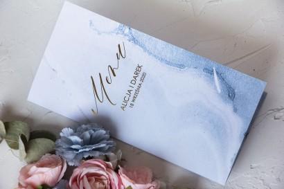 Menu ślubne ze złoceniem w pastelowym, niebieskim kolorze