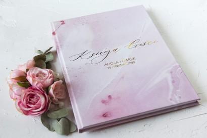 Marmurkowa Weselna Księga Gości ze złoceniami w odcieniu pastelowego różu