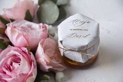Słoiczek z miodem - słodkie podziękowanie dla gości weselnych. Marmurkowy kapturek ze złoconymi w szampańskim kolorze