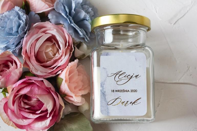 Świeczki - podziękowania dla gości weselnych. Złocona etykieta w pastelowym, niebieskim kolorze