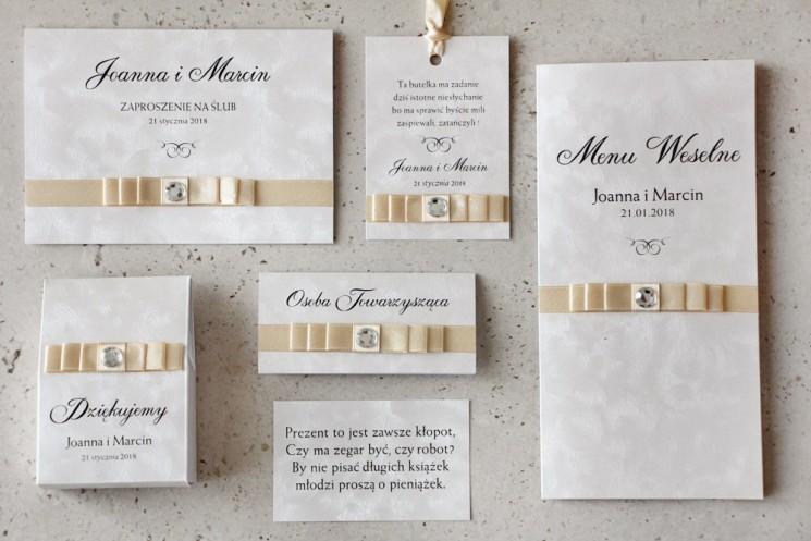 Zaproszenie ślubne z dodatkami - Amaretto nr 1- papier perłowe piórka, kokardka w kolorze ecru