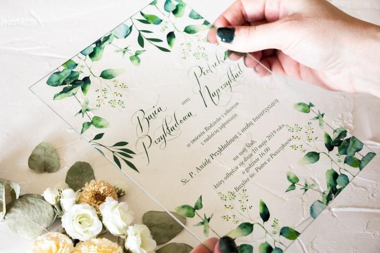 Delikatne zaproszenia ślubne na szkle z nadrukiem liści eukaliptusa