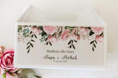 Prostokątne Pudełko na Ciasto weselne z nadrukiem pastelowych róż i białych hortensji z zielonymi gałązkami
