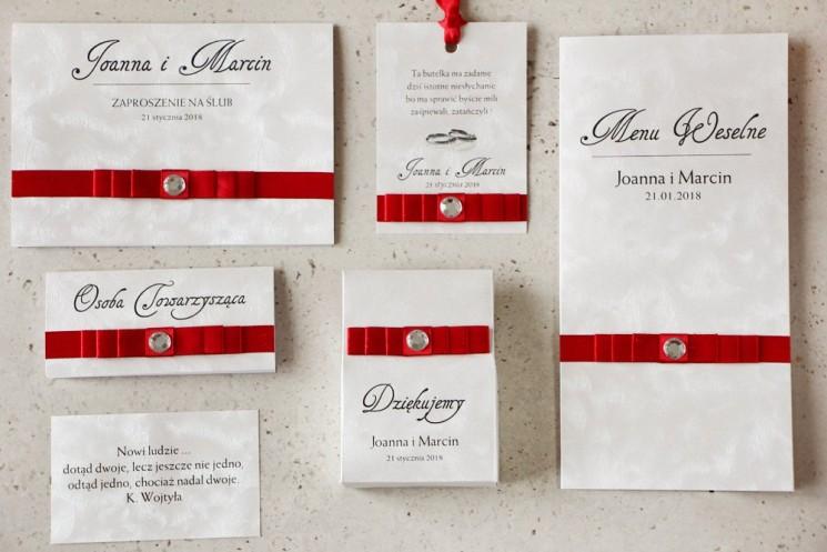 Zaproszenie ślubne z dodatkami - Amaretto nr 2 - z czerwoną kokardką