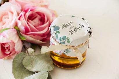Miody - podziękowania dla gości weselnych. Kapturek z nadrukiem pastelowych róż i białych hortensji z zielonymi gałązkami