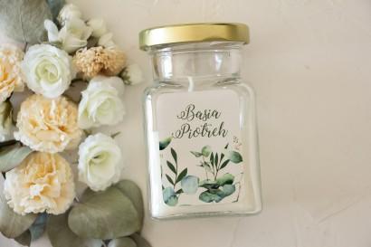 Świeczki - Podziękowania dla gości. Etykieta z nadrukiem liści eukaliptusa