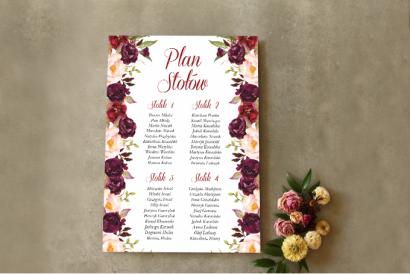 Burgundowy Ślubny Plan stołów z różami, paprocią i eukaliptusem