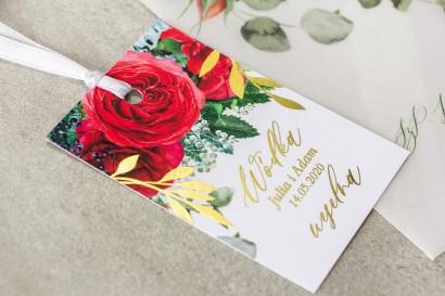 Zawieszki na butelki weselne ze złotymi gałązkami i bordowymi różami