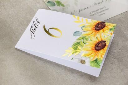 Numery stołów weselnych e złotymi gałązkami i słonecznikiem, idealne na ślub latem