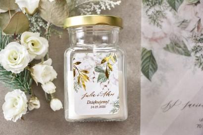 Świeczki - podziękowania dla gości weselnych w stylu Glamour. Etykieta ze złotymi gałązkami w białej, zimowej kolorystyce