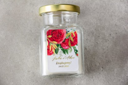 Świeczki - podziękowania dla gości weselnych w stylu Glamour. Etykieta ze złotymi gałązkami i bordowymi różami