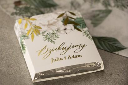 Podziękowanie dla gości weselnych w postaci mlecznej czekoladki, owijka ze złotymi gałązkami w białej, zimowej kolorystyce