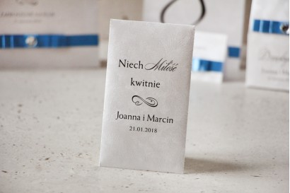 Podziękowania dla Gości weselnych - nasiona Niezapominajki - Amaretto perłowe piórka, eleganckie