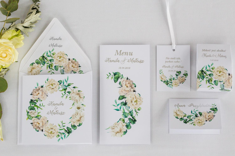Zestaw próbny zaproszeń ślubnych, podziękowania dla gości oraz menu weselne, winietki, zawieszki ze srebrzeniem