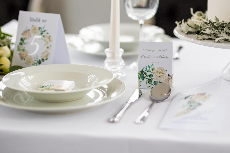 Podziękowania dla gości i numer stolików ze srebrzeniem - Cykade nr 15