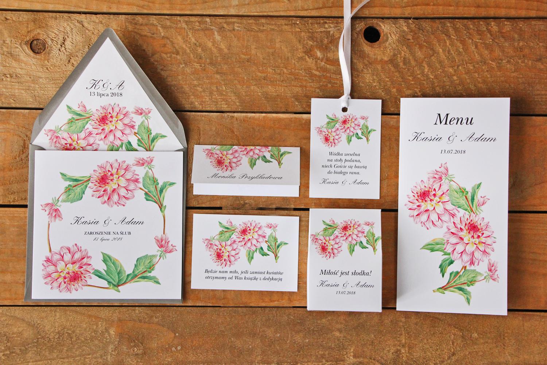 Zaproszenia ślubne w szarej kopercie wraz z dodatkami oraz podziękowaniami dla gości