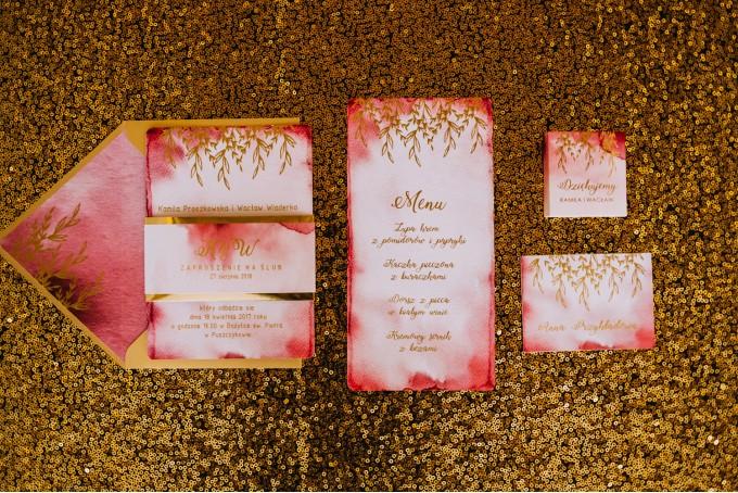 Ślubne winietki ze złoceniem z kolekcji Kamira